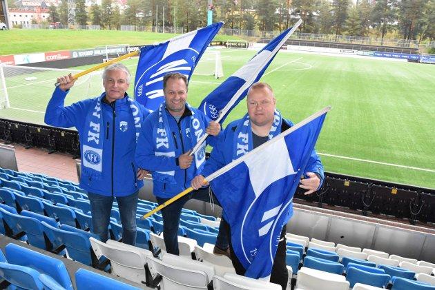 INVITERER:  Rallarbergets Tom Johansen, Karl Arne Lia og Morten Roland inviterer til det de håper blir fotballfest. .