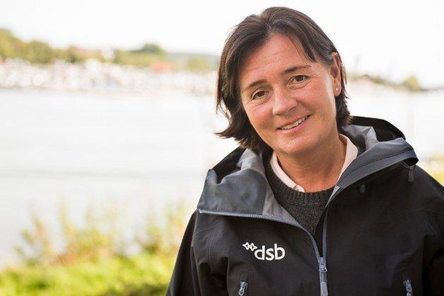 Akkurat nå er det faktisk ikke greit å fyre opp engangsgriller, eller slenge fra seg sneipen hvor som helst, advarer DSB-direktør Cecilie Daae.
