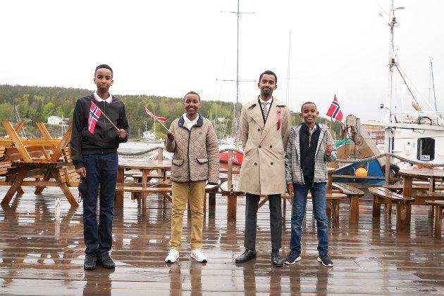 Bahdon Osman, Yonis, Roble Wais og Suleinan Wais fra Vestby kom innom Son for å feire