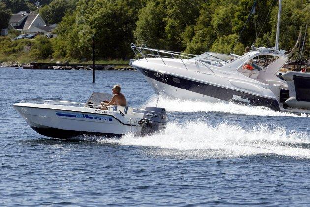 FART: Det kan være fartsgrenser på sjøen. De er gjerne i nærheten av land og i trangt farvann. Hvordan de settes varierer fra kommune til kommune.  FOTO: Bendiksby, Terje / SCANPIX