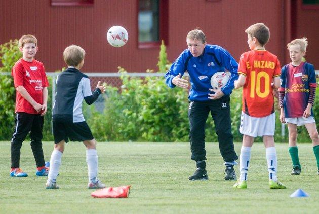 FOTBALLSKOLE: Drammen FK har hentet seks britiske trenere til sin fotballskole på Åskollen.