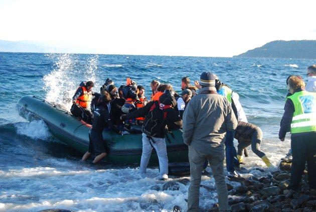 Flykter over Middelhavet: Italia er tydeligvis attraktivt, skriver Trond Sørlie. Dette bildet fra februar i fjor er fra hjelpearbeid med lokal deltagelse på den greske øya Lesvos.