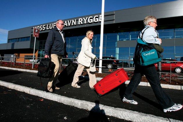 Før avgiften: Turister på vei til Rygge og videre til Gran Canaria. Det er dette Venstres leder har satt stopper for, ifølge Stefan Fiko.