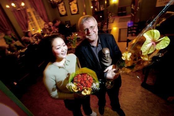 Klaus Hagerup fikk Kong Fredriks hederspris, mens Catharina Roos Syversen mottok kulturstipend av kulturutvalget i 2005 på Røde Mølle.