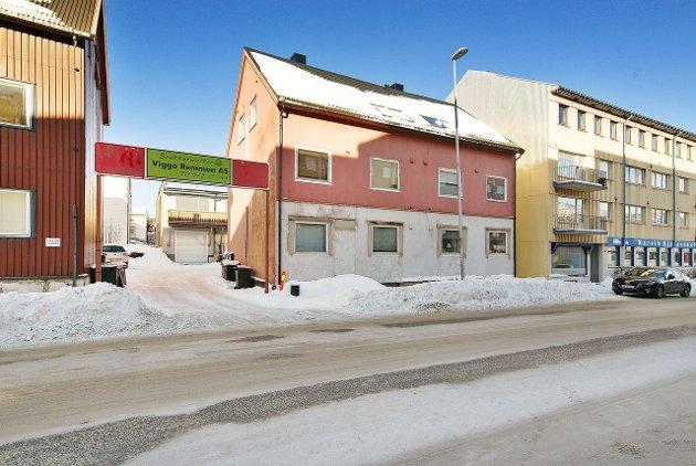 20 år gamle Hanna Linnea Kristensen har kjøpt toppleiligheten i  Kirkegata 31.