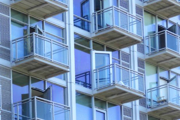 - Mange av verandaene som er på nye boliger er så utsatt for innsyn, eller utformet på en sånn måte, at de knapt har noen nytteverdi som ute-oppholdsrom, skriver Anja Myhre.
