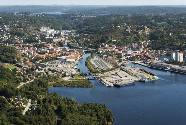 MER HALDEN: – Jeg sier: «Mer Halden ved fjorden»! Et slagord som tar høyden og holder vann, skriver Jan Boye Lystad i dette innhogget. Arkivfoto: Stein Johnsen