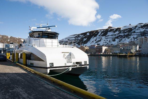 Hurtigbåt ligger til kai i Hammerfest. Ilustrasjonsbilde.