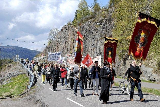 1. mai i Eidsfoss: En «normal» markering av 1. mai i Eidsfoss. Her fra toget i 2016. Arkivfoto