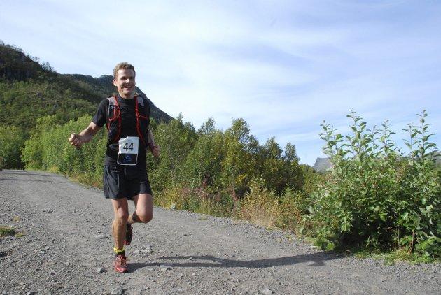Avgjorde: Etter å ha tatt igjen forspranget Ingebrigtsen hadde på Schjølberg på halvannet minutt, oppover mot Tjeldbergtinden, ledet Schjølberg ned fra Linken.