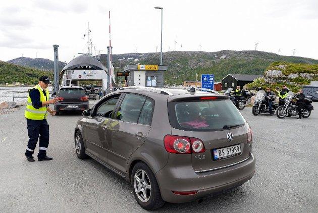 DYRERE BILLETTER: Fra i mai risikerer bilister å få prissjokk på fergene i Troms.
