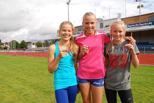 VINNERE: RFIK-jentene Julie Sangnes, Ida T. Nilsen og Nora Marie Mortensen tok tredobbelt på 60 m hekk under I KM i friidrett på hjemmebane.