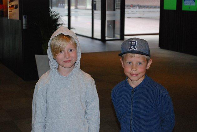 Mikkel Berg (9) og Jakob Lauve Wike (8) gledet seg stort til å se Knerten på kino.