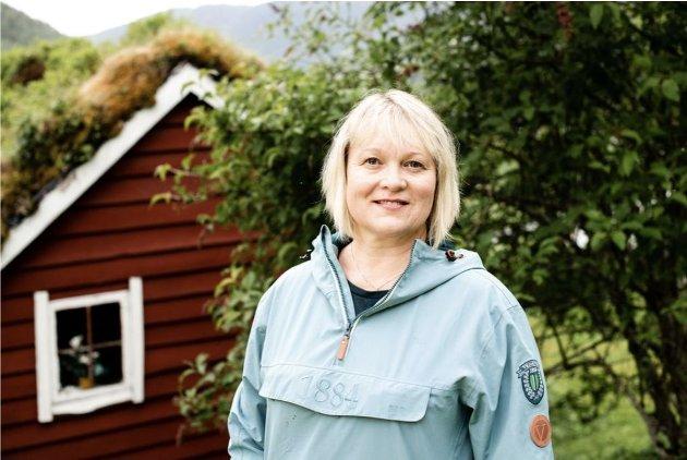Lena Landsverk Sande oppmodar Jenny Klinge og andre politikarar til å lytte til dei som sit med kunnskapen og jobbar i tenestene.