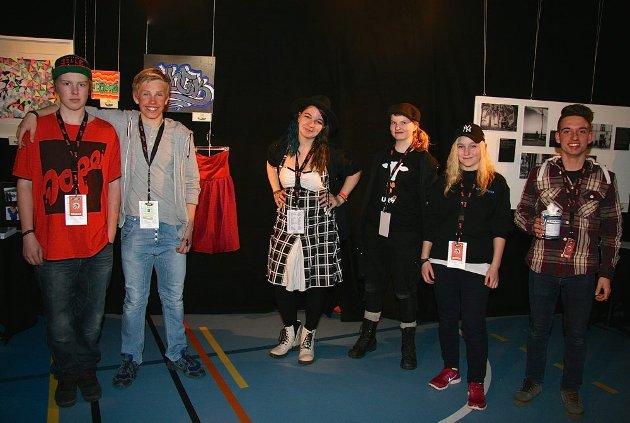 Spente kunstnere og arrangører: Magnus Lapland, Erik Lillebakken, UKMs utsillingsansvarlig Elin Engebakk, Anne Runa Jordet og An-Magrit B. Langøien.