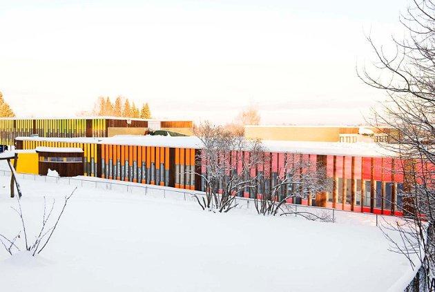 Hvert klassetrinn har sin egen inngang.