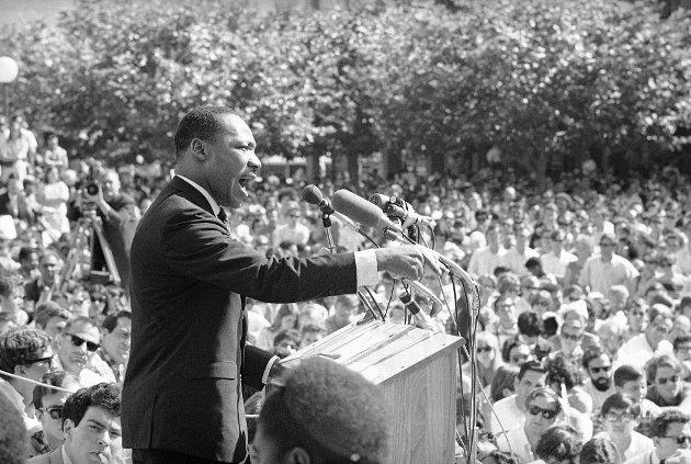 I sin tale «I have a dream» fra 1963 bruker Martin Luther King Jr. (bildet) ordet «neger» med stolthet og som et hedersnavn, men mislyktes med å reise ordet som en fane, skriver Erling Gjelsvik. Spaltisten mener «det er skummelt å bygge opp et rammeverk for krenkelse  som er så trangt at det nesten blir umulig                    å la være å tråkke feil.»