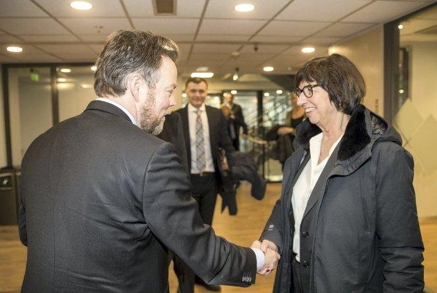 Verken arbeids- og sosialminister Torbjørn Røe Isaksen (til venstre) eller Nav-direktør Sigrun Vågeng har veldig mye av ansvaret for at Nav-reformen ble gjennomført. Nå er det uansett på tide å si stopp.