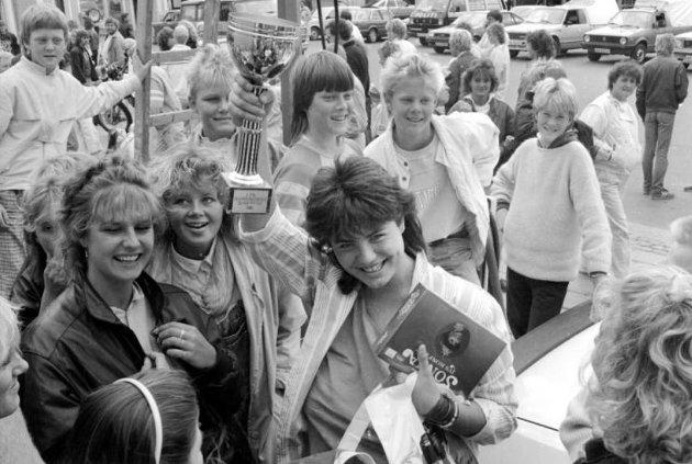 Distriktets Dag ble arrangert på Stortorvet og i Fredrikstad sentrum i 1986: Sangtalentet Marianne Antonsen (15) fra Begby vant en talentkonkurranse i regi av Fredriksstad Blad, Sparebanken og komiteen for Distriktets Dag.