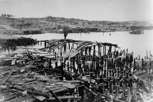 Tvangsevakueringen, huleboertiden og brenningen var den største enkeltkatastrofen som rammet Norge i de fem krigsårene, fastslår Per Kristian Olsen. Bildet viser havna i Hammerfest etter ødeleggelsene.