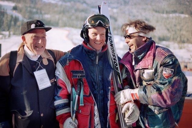 OL 1994. Bronsevinner fra OL i Oslo 1952, Guttorm Berge, var imponert over Harald Chr. Strand Nilsen sin OL-debut,. Til høyre  Dag Kolsrud som er med  i støtteapparatet til alpingutta.