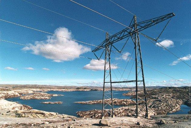 STRØM: - Alle er enige om at elektrisitet er kjernen i en langsiktig strategi for å nå klimamålene. Norge har i dag et betydelig kraftoverskudd i et normalår, skriver artikkelforfatterne.