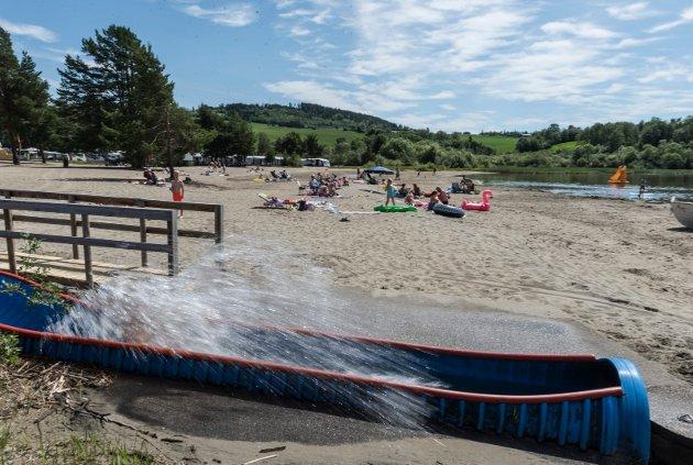 Populær: Vannsklia på Onsakervika er pouplær på varme dager.