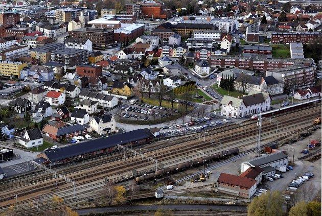 Motstanden mot å legge et nytt dobbeltspor gjennom sentrum er stor blant sarpingene.