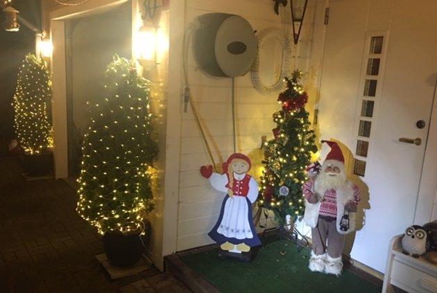 Julepyntet hus fra Røsandåsen, Averøy