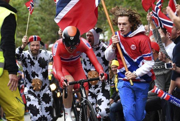 Chris Tvedt mener at sykkel som sport ikke er noe å skryte av, men lar seg likevel begeistre over sykkelfeberen som herjer.