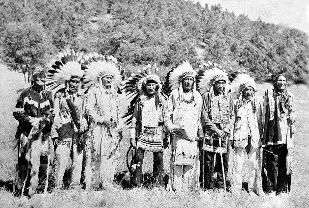– Siouxene måtte se på at fattigfolk fra Radøy, Sogn, Hardanger og andre steder i Norge pløyde opp den jorden de skulle ha drevet jakt på. FOTO:  AP