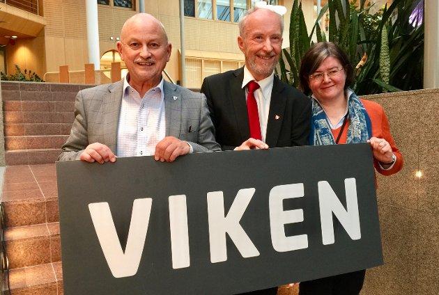 Fylkesordførerne i (fra venstre) Buskerud, Østfold og Akershus, Roger Ryberg, Ole Haabeth og Anette Solli ber kommunal- og moderniseringsminister Monica Mæland lytte til ekspertutvalget.