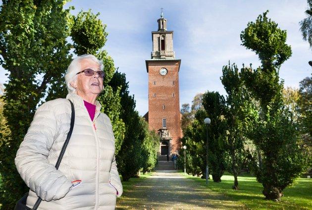 Vil ligge her: Det er utpekt sted for minnelund ved Glemmen kirke. Kari Elvegaard har bestemt seg for at hun vil ligge her når tiden er inne. Bilde fra reportasjen i september i fjor.