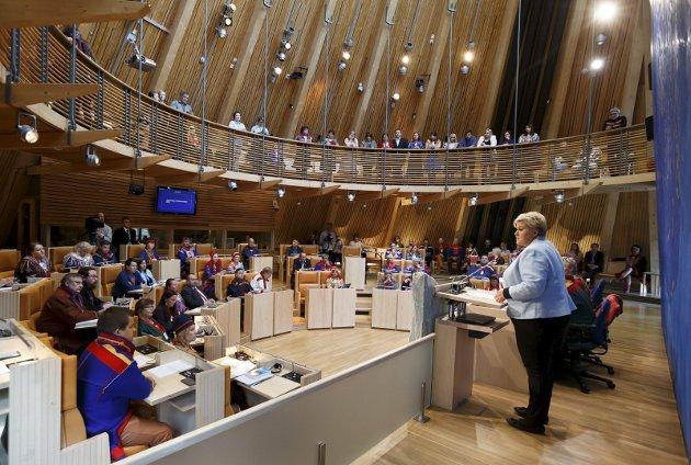 HEMMELIGHOLD: Hva ønsker man å oppnå med å utvide konsultasjonsplikten til kommune og fylke? Det betyr enda mindre åpenhet rundt samiske spørsmål og dermed en svekkelse av demokratiet og svekket tillit til avgjørelser som faller i samiske konsultasjonssaker. foto: NTB