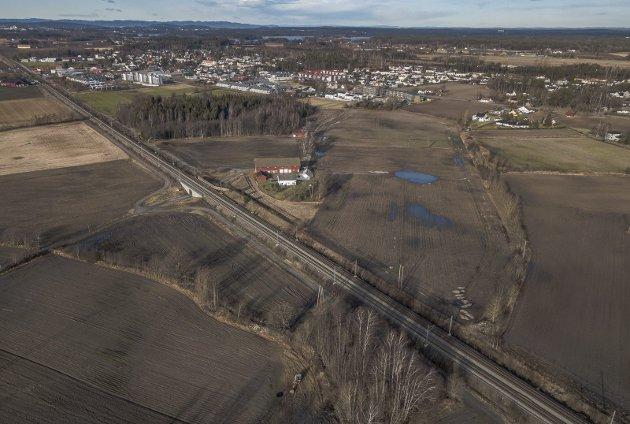 Gon: I dette området planlegges en togparkering. Senterparti-leder Roshild Solhjell  minner om at kun tre prosent av Norge består av dyrket mark.