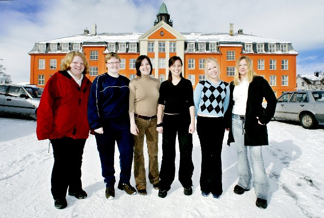PÅ TOPPEN: Kongsbakken-elever var på karaktertoppen i Troms i 2003.  Fra v.: Silje Olsen, Jeanette Hansen, Amalie Sørlie Flåten, Ingvild Meløe, June de Badts og Therese Olsen.