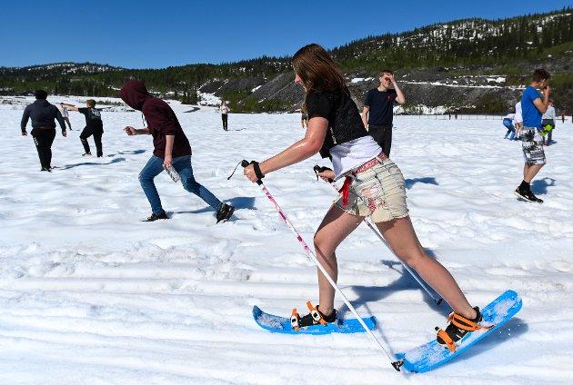 Storforshei skole la årets skoleavslutning til ACR med et skoleskirenn. 16. juni, og skiføret er bra ennå. Rektor Vegard Olsen sto først i køen både på ski og i akebakken med kajakk.