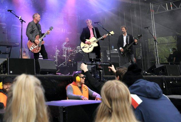 Veteran-pop: deLillos kom så det suste i 1986 med albumet «Suser av gårde», og siden har de vært her. På mange måter viser det seg at de gamle klassikerne er det som i dag treffer publikum best. Her fra lørdagens konsert med Lars Lillo-Stenberg, Øystein Paasche, Lars Fredrik Beckstrøm og Lars Lundevall.