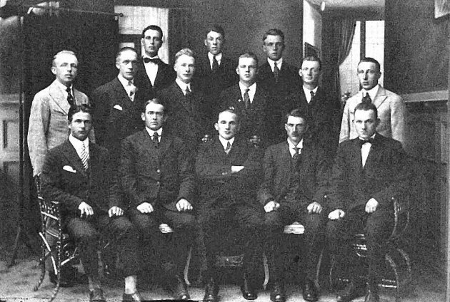 Ansatte ved Sarpsborg postkontor 1920. (Sarpsborg kommunes fotosamling).