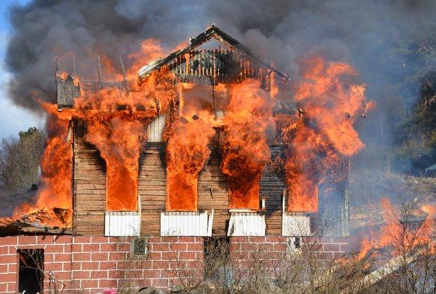 HVERT SEKUND TELLER: Kan du din brannsikkerhet? AAB vil at du skal være trygg, og oppfordrer i denne lederen alle til arrangere brannøvelse hjemme.
