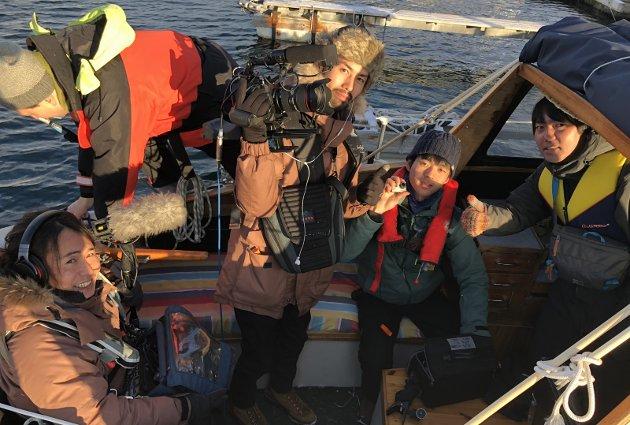 Stortrives: Det japanske TV-teamet har stortrivdes langs Nordlandsbanen, med opplevelser som båttur i flotte omgivelser i Valnesfjord og eksotiske snø- og reinsdyropplevelser. ALLE FOTO: Michael jensen Olafsen