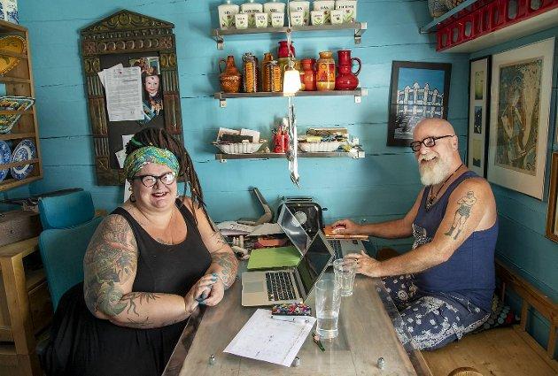 Etter travle dager på BarBarista, brukes kjøkkenet både til måltider og skriving av timelister.
