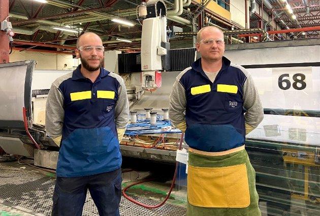 NYANSATTE: André Dahlsveen og Lukas Janusz hos Pilkington Norge AS i Elverum.