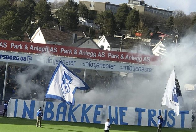 STOLER PÅ BAKKE: Det er flere enn Sarpsborg 08s supportere som stoler på Geir Bakke. Nå har klubben gitt ham en ny fireårs-kontrakt.