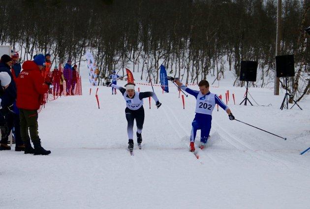 Spurtoppgjer: Gard Reppen Vigdal (t. v) og Ulvar Tufte, Sogndal var så godt som likt over mål. Dei gjekk i same finale, men vart krinsmeistrar i kvar sin klasse