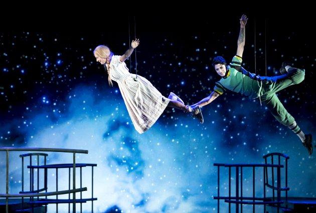 Det utspiller seg herlig magi på DNS og Store Scene med «Wendy og Peter Pan»FOTO: SKJALG EKELAND