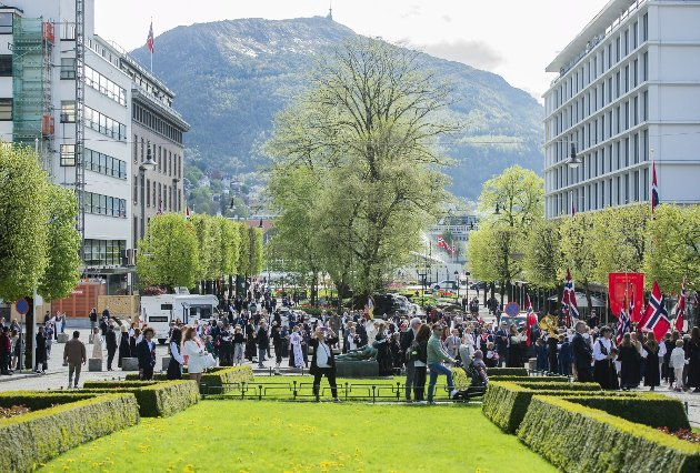 – Jeg har aldri sett Bergen vakrere enn denne 17. mai-feiringen. Uansett hva som skjer fremover så vil feiringen av nasjonaldagen 2021 være min frigjøringsfest fra korona, skriver Trond Tystad. FOTO: AGNIESZKA IWANSKA