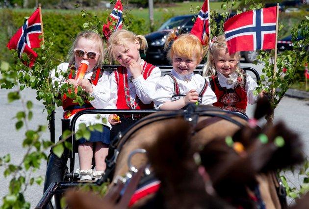 I hestevogn. F.v.: Janike Kallekodt (3), Martine Austrheim (3), Amira Bakken (2) og Ida Haga Bjelland (3)