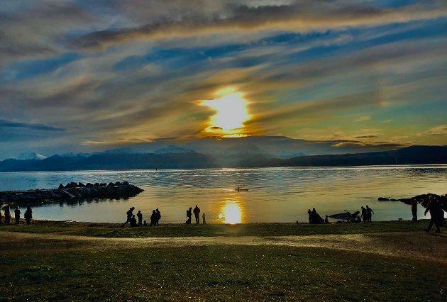 Det finnes mange grunner til å bo i Nord-Norge. At det er er lett å få jobb er en av dem, og naturen er som kjent en stor reklameplakat. Men i sum er det ikke nok å lokke med toppturer og midnattsol. Stadig flere næringslivsledere rapporterer om store vanskeligheter med rekruttering, skriver politisk redaktør Skjalg Fjellheim.