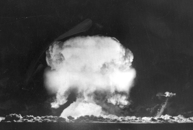 Atomsprengning .